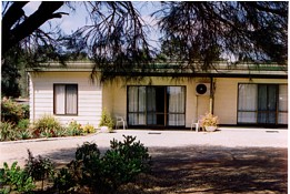 Casuarina Cabins - Lightning Ridge Tourism