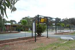 River Village Motel  Holiday Units - Lightning Ridge Tourism