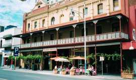 Plaza Hotel - Lightning Ridge Tourism