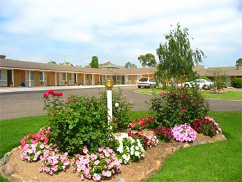 Bega Village Motor Inn - Lightning Ridge Tourism