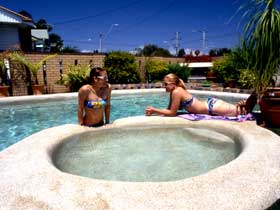 Mackay Motor Inn - Lightning Ridge Tourism
