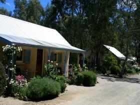 Riesling Trail Cottages - Lightning Ridge Tourism