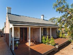 Strathalbyn Villas - Lightning Ridge Tourism