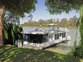 Moving Waters Self Contained Moored Houseboat - Lightning Ridge Tourism