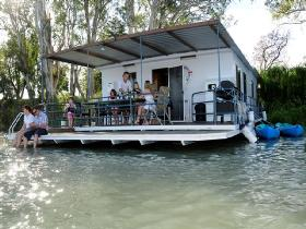 The Murray Dream Self Contained Moored Houseboat - Lightning Ridge Tourism