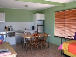 Fossickers Cottages - Lightning Ridge Tourism