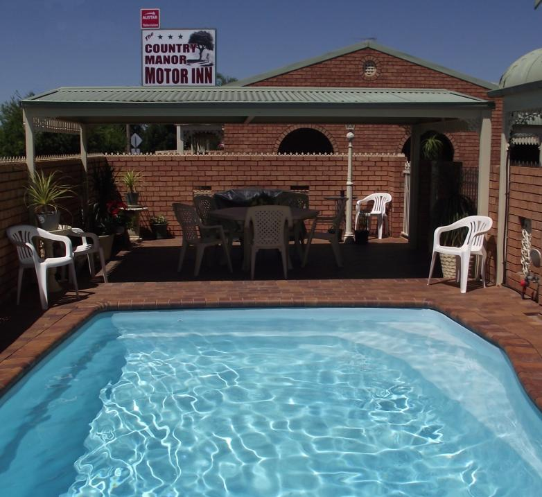 Country Manor Motor Inn - Lightning Ridge Tourism