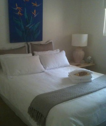 Absolute Beachfront Manly Bed and Breakfast - Lightning Ridge Tourism
