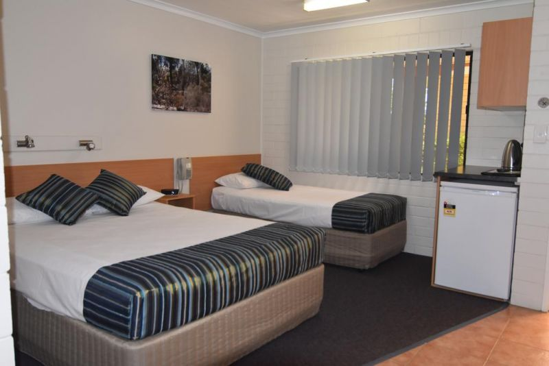 Billabong Motor Inn - Lightning Ridge Tourism