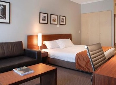 Clarion Suites Gateway - Lightning Ridge Tourism