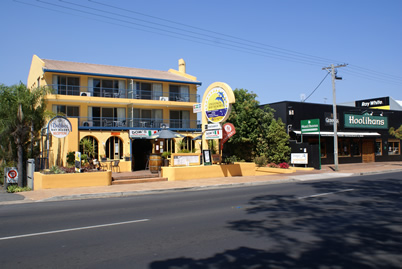 Delfinos Bay Resort - Lightning Ridge Tourism