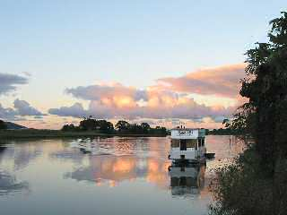 Tweed River Houseboats - Lightning Ridge Tourism