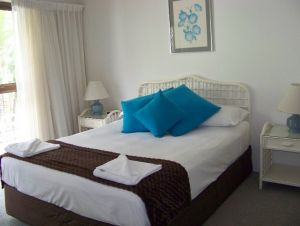 Old Burleigh Court Holiday Apartments - Lightning Ridge Tourism
