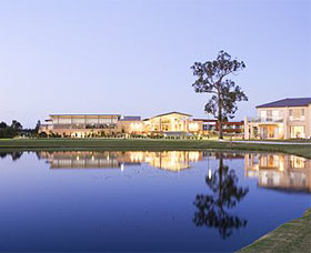 The Crowne Plaza Hotel - Lightning Ridge Tourism