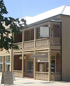 Cobb  Co Court Boutique Hotel - Lightning Ridge Tourism