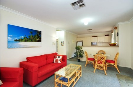 Beaches Serviced Apartments - Lightning Ridge Tourism