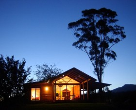 Promised Land Cottages - Lightning Ridge Tourism