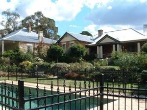 Chapel House - Lightning Ridge Tourism