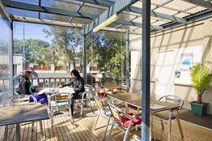 Cambridge Lodge - Hostel/Backpacker - Lightning Ridge Tourism