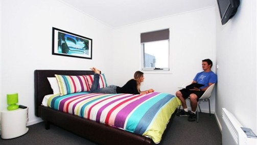 The Island Accommodation - Phillip Island YHA - Lightning Ridge Tourism