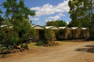 Bedrock Village Caravan Park - Lightning Ridge Tourism