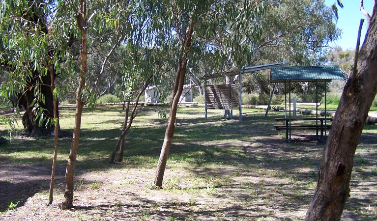 Coach and Horses campground - Lightning Ridge Tourism