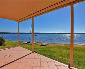 Luxury Waterfront House - Lightning Ridge Tourism