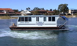 Dolphin Houseboat Holidays - Lightning Ridge Tourism