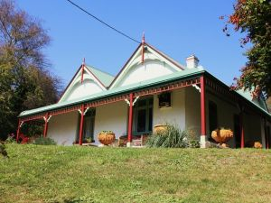 Ravenscroft and The Cottage - Lightning Ridge Tourism