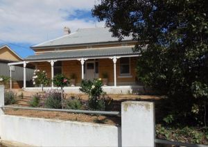 Book Keepers Cottage Waikerie - Lightning Ridge Tourism
