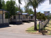 Lakeside Caravan Park - Lightning Ridge Tourism