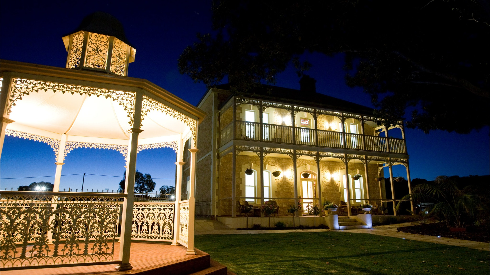 Rose Eden House at Goolwa - Lightning Ridge Tourism