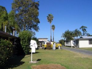 Browns Caravan Park - Lightning Ridge Tourism