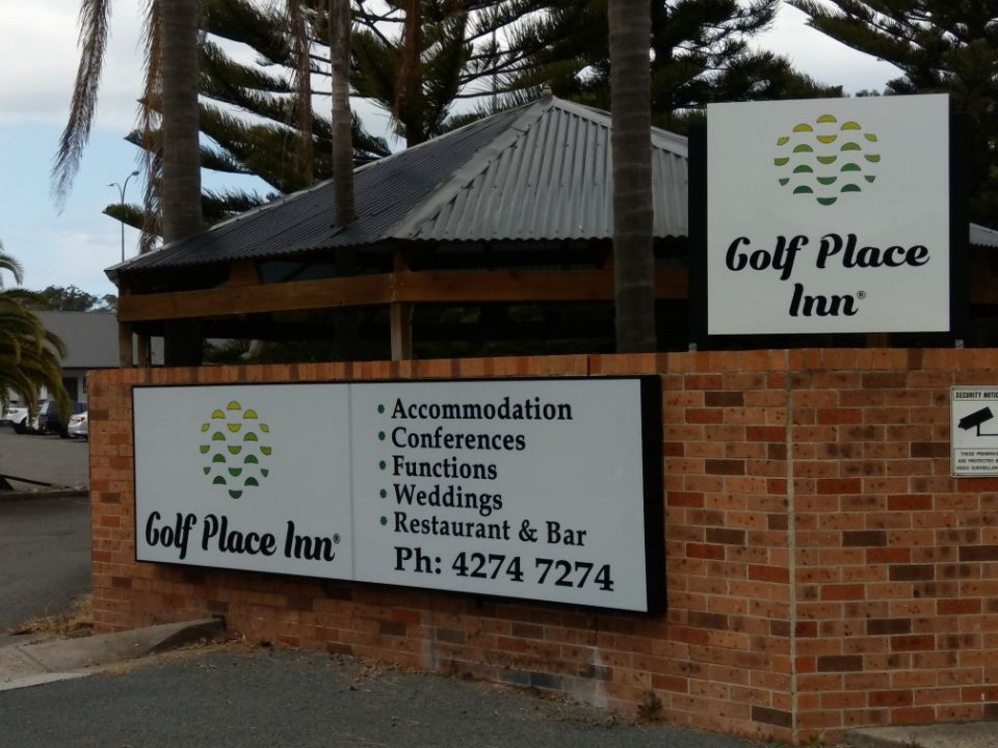 Golf Place Inn - Lightning Ridge Tourism