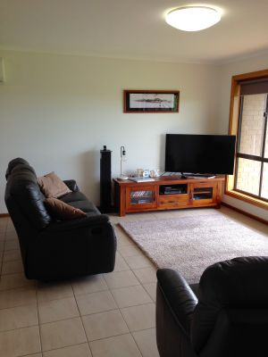 Springs Beach House - Lightning Ridge Tourism