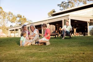 Paradise Country Farmstay - Lightning Ridge Tourism