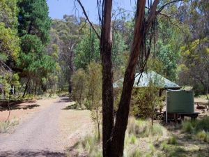 The Barracks campground - Lightning Ridge Tourism