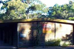 Beachcomber Caravan Park  Log Cabins - Lightning Ridge Tourism