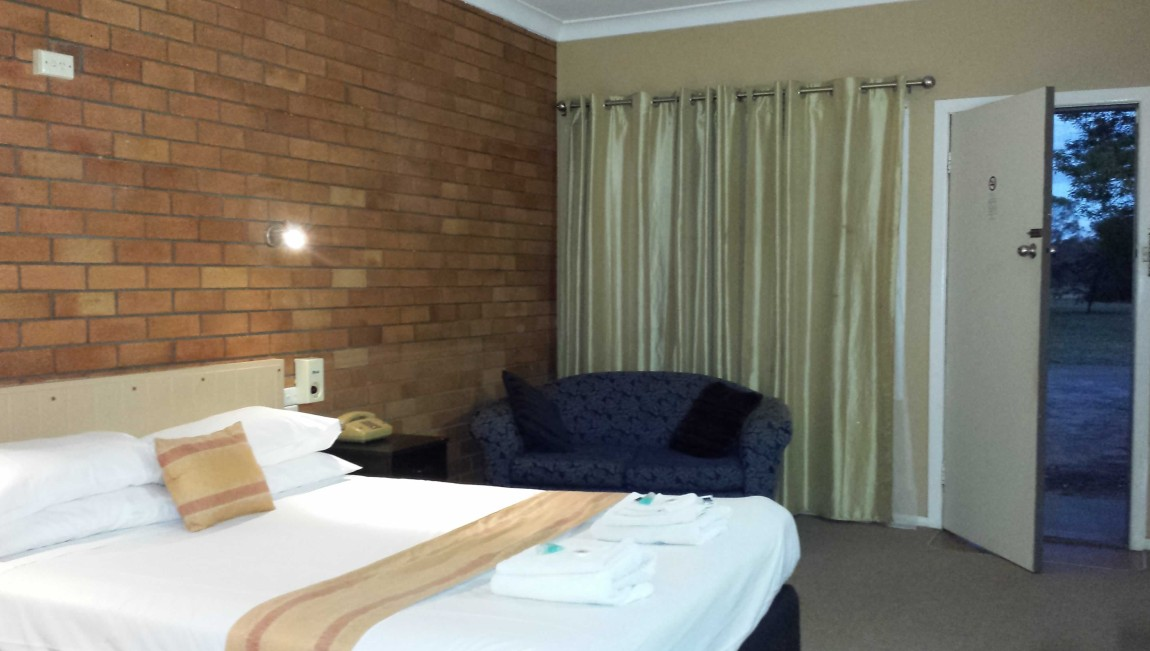 AA Hilldrop Motor Inn - Lightning Ridge Tourism