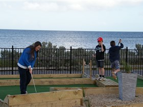 Port Vincent Putt Putt - Lightning Ridge Tourism