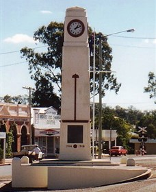 Goomeri War Memorial Clock - Lightning Ridge Tourism