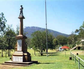 Maroon State School War Memorial - Lightning Ridge Tourism