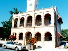 Mackay Town Hall - Lightning Ridge Tourism