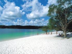 Lake McKenzie - Lightning Ridge Tourism