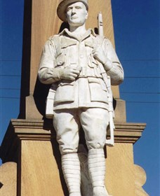 Beaudesert War Memorial - Lightning Ridge Tourism