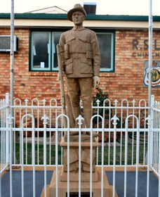 Soldier Statue Memorial Chinchilla - Lightning Ridge Tourism