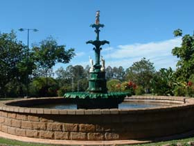 Band Rotunda and Fairy Fountain - Lightning Ridge Tourism