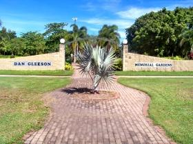 Dan Gleeson Memorial Gardens - Lightning Ridge Tourism