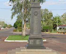 Winton War Memorial - Lightning Ridge Tourism
