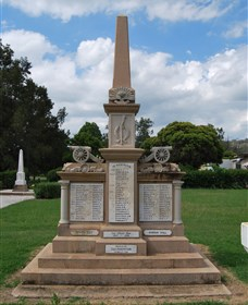 Boer War Memorial and Park - Lightning Ridge Tourism
